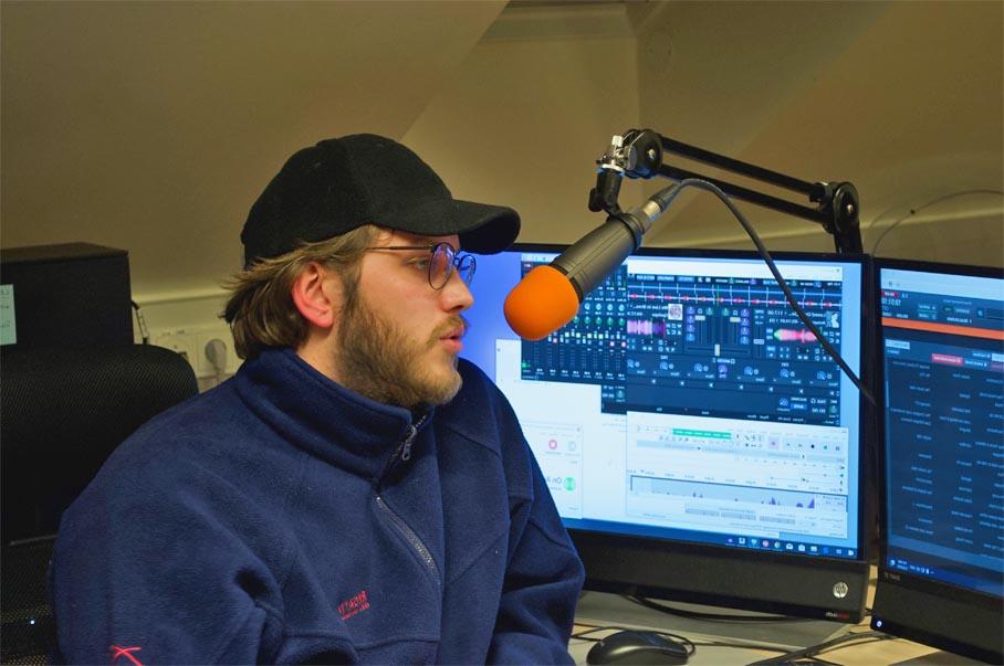 propio programa de radio en línea